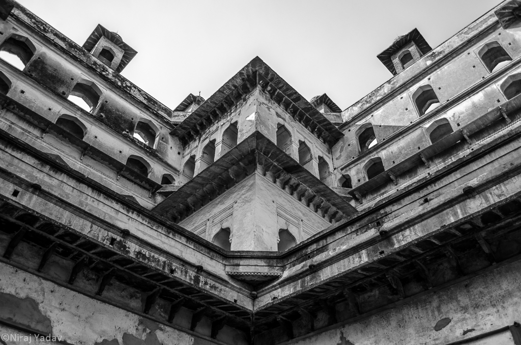 Symmetrical pattern in Orchha mahal