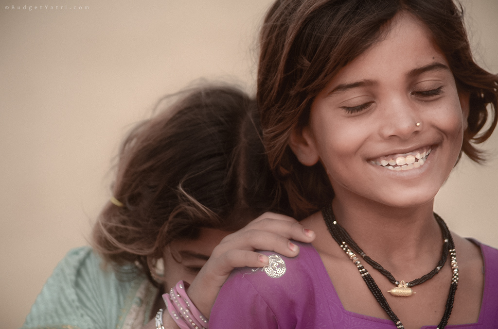 Indian-village-girls-portriat-rajasthan-jaisalmer-desertlife