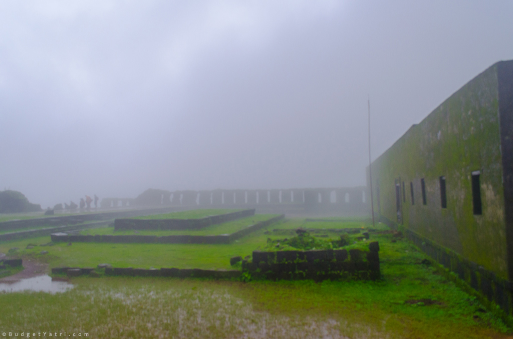 raigad fort in monsoon