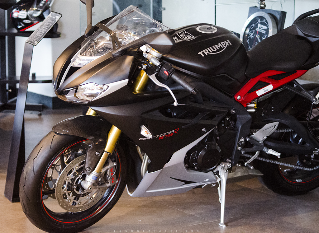Matt black Triumph Daytona